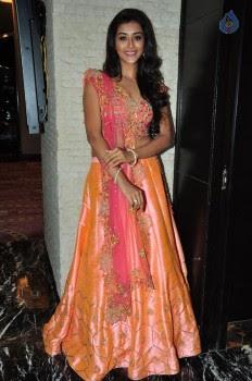 Pooja Jhaveri Photos - 11 of 42
