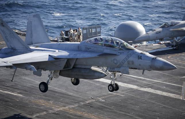 A U.S. Navy  F/A-18 Super Hornet fighter lands onto the deck of the USS Ronald Reagan, a Nimitz-class nuclear-powered super carrier, in the West Sea, South Korea, October 29, 2015.  REUTERS/Kim Hong-Ji