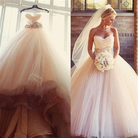 Best 25  Wedding dress buttons ideas on Pinterest   Lace