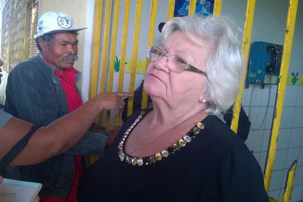 Maria das Graças de Aquino, 66 anos, foi a primeira eleitora a votar no colégio 15 de Outubro