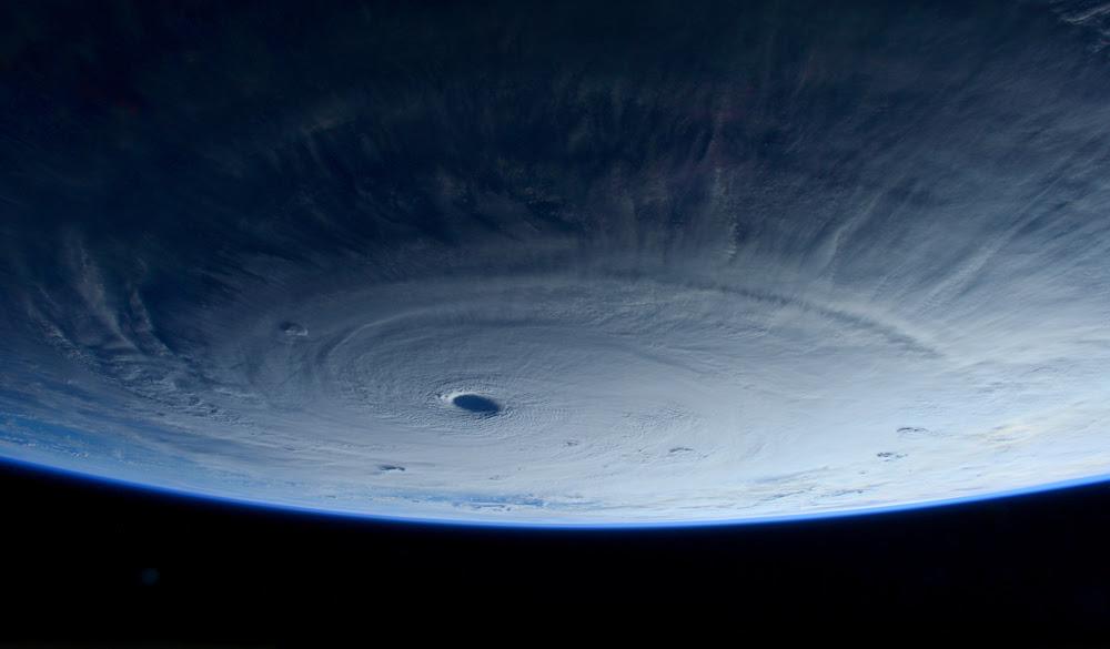 Un'immagine del tifone Maysak scattata dall'astronauta italiana Samantha Cristoforetti nella Stazione spaziale internazionale. Il tifone si sta dirigendo verso le Filippine, dove è atteso per il fine settimana. - Samantha Cristoforetti, Ap/Ansa