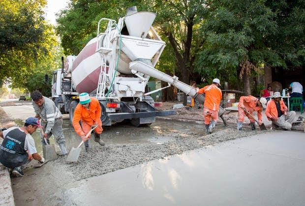 Obras de pavimentación en el partido de Ezeiza