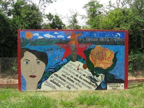 Un mural firmado por Espíndola y Saavedra que se levanta en el terreno donde fueron enterrados los caidos el 31 de agosto de 1967 recuerda a Tania y a sus compañeros.