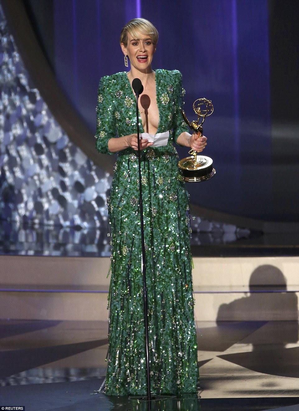 Lindo no verde: Sarah Paulson estava animado quando ela aceitou o gongo para Melhor Atriz em Série Limitada ou filme no 2016 Primetime Emmy Awards na noite de domingo