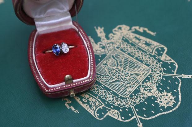 Anel de noivado dado por Napoleão para sua noiva Josefina foi vendido por R$ 2,4 milhões em Paris (Foto: AFP)