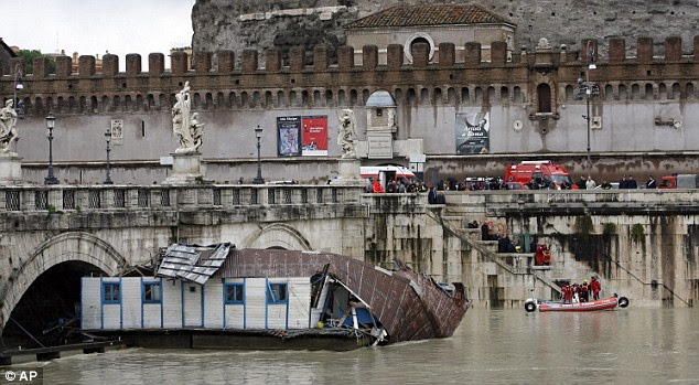 The shattered houseboat made for a new tourist attraction