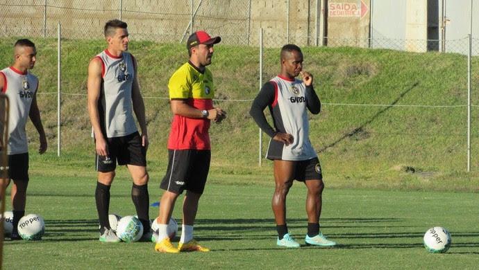 Luizinho Lopes técnico do Globo FC (Foto: Rhuan Carlos/Divulgação)