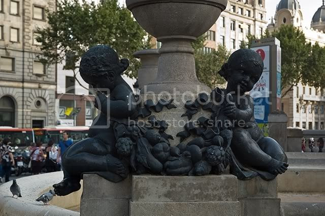 Girls Sculpture at Catalonia Square, Barcelona [enlarge]