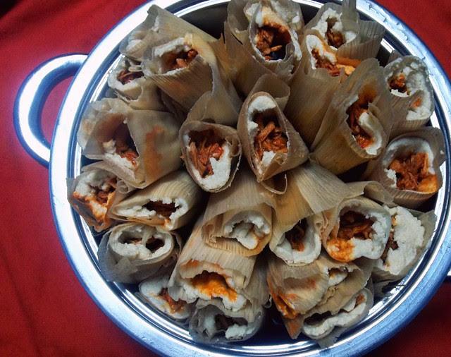 Tamales de Puerco en Salsa de Chile Colorado - lacocinadeleslie.com