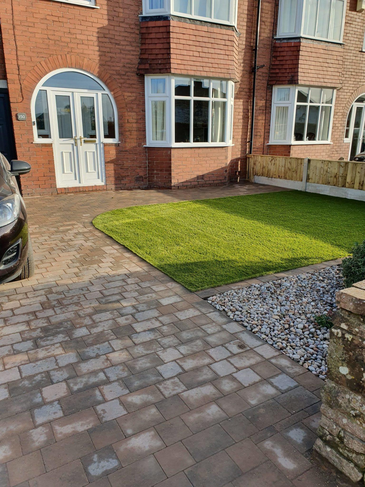 Low-maintenance front garden & driveway - LANDFORM LANDSCAPING