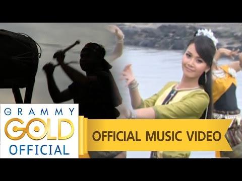เพลงใหม่ล่าสุด น้ำตาหล่นบนที่นอน - ต่าย อรทัย 【OFFICIAL MV】 http://www.youtube.com/watch?v=cSe1LO5Y7sY