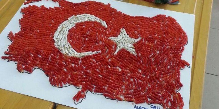 öğrenciler Makarnadan Türkiye Haritası Yaptı