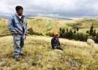 Indígenas peruanos sofocados por el polvo