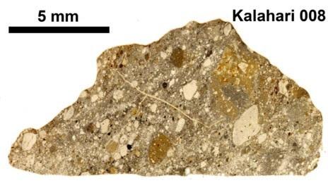 Meteorito lunar hallado en 1999 en el desierto de Kalahari, en...