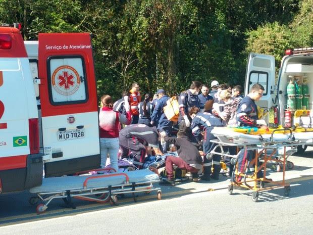 Nove pessoas ficaram feridas, segundo a PRF (Foto: Bruno Mauri/RBS TV)