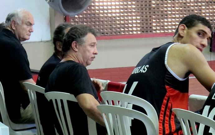 Ruben Magnano jogo basquete Flamengo São José (Foto: Marcello Pires)