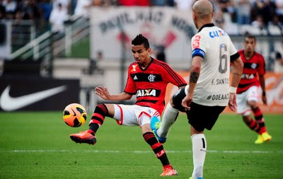 RAfinha Flamengo Fabio Santos corinthians brasileirão (Foto: Marcos Ribolli / Globoesporte.com)