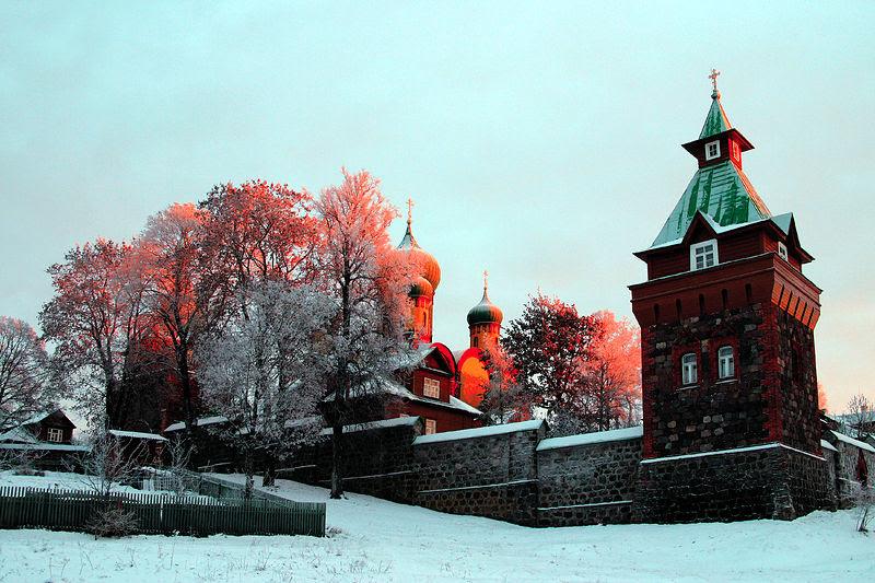 Вид на монастырь зимой. стр 183