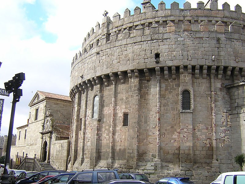 File:Cimorro Catedral Ávila.jpg