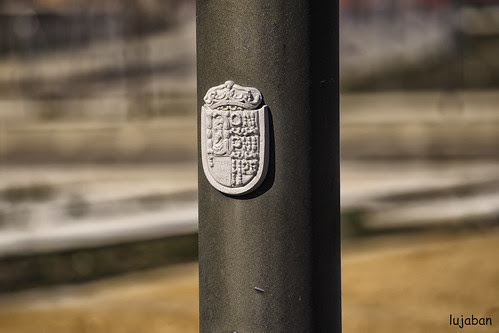 shield on the lamppost by lujaban