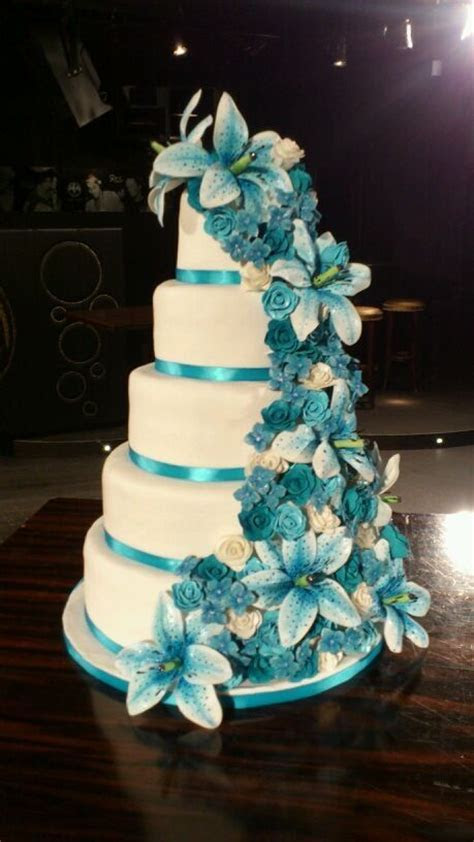 Best 25  Teal wedding cakes ideas on Pinterest