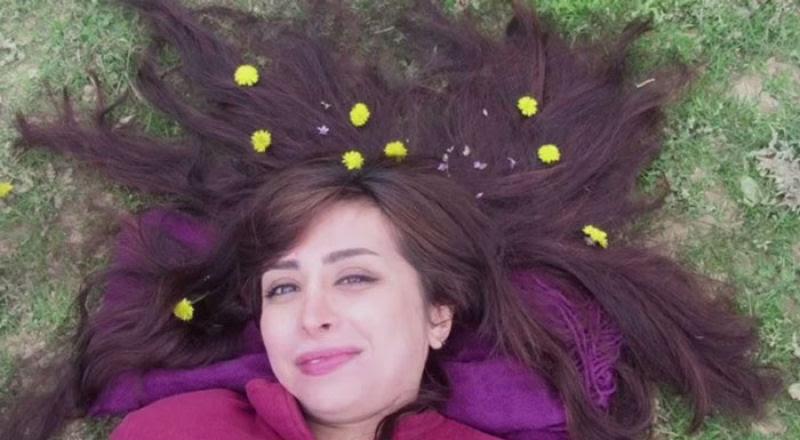 Iranianas protestam contra a estrita lei do hijab publicando fotos com a melena ao vento 13