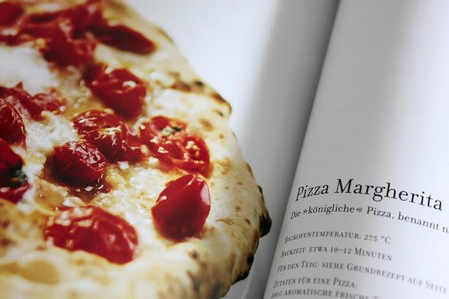 Pizza Margerita - ›La Pizza‹ Nikko Amandonico