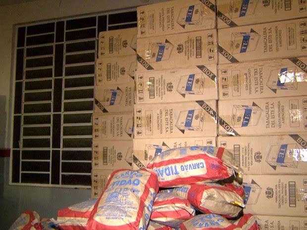 Cigarros do Paraguai foram encontrados em galpão em Valinhos (Foto: Reprodução / EPTV)