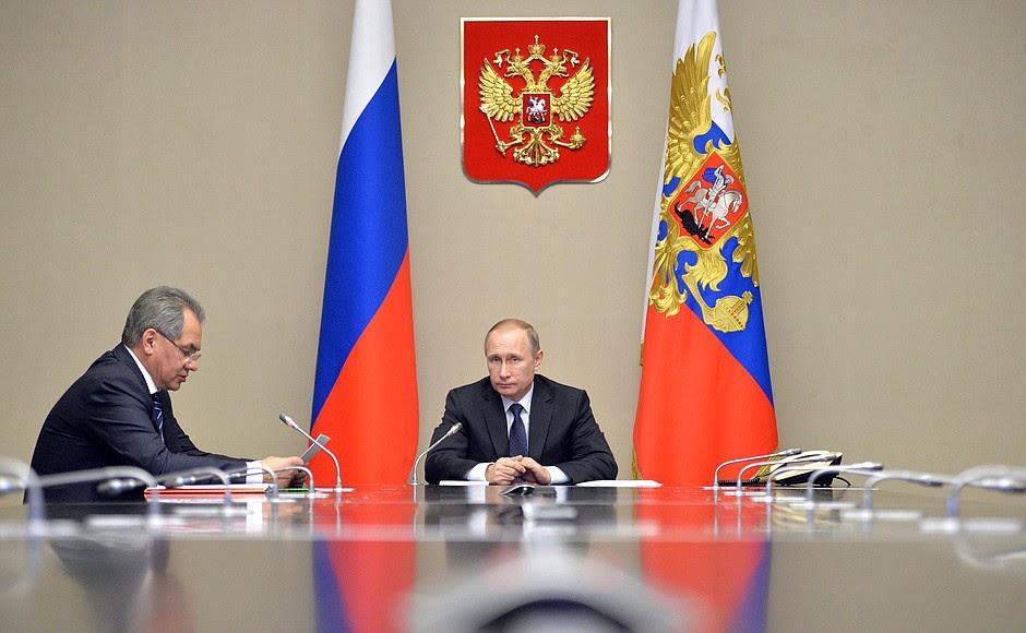 Nel corso di una videoconferenza, il presidente ha ascoltato una relazione sulla prontezza al combattimento del Distretto Militare del Sud. Con il ministro della Difesa Sergei Shoigu.