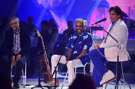 Roberto Carlos recebe Caetano Veloso e Gilberto Gil no especial