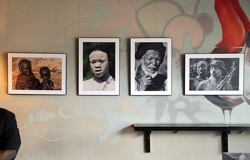 LA MIRADA DE ÁFRICA - EXPOSICIÓN DE FOTOGRAFÍA DE JAVIER VALLADARES - VINOTECA LA BUENA VIDA by labuenavidavinoteca