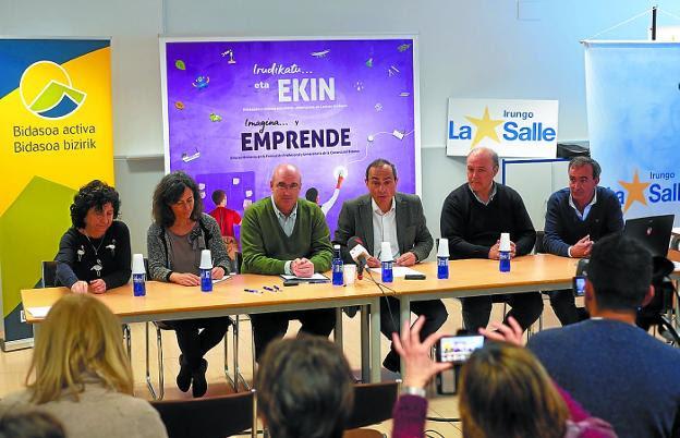 Equipo. Mertxe García (IES Plaiaundi), Leire Zubero (Tknika), Txisun Altuna y Miguel Ángel Páez (Bidasoa activa), Gauden Apaolaza (CPES Irungo La Salle) y Alberto Arranz (CIFP Bidasoa). /  F. DE LA HERA