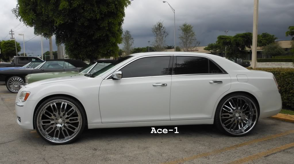 ace 1 wtw customs 2011 chrysler 300c on 26 forgiatos. Black Bedroom Furniture Sets. Home Design Ideas