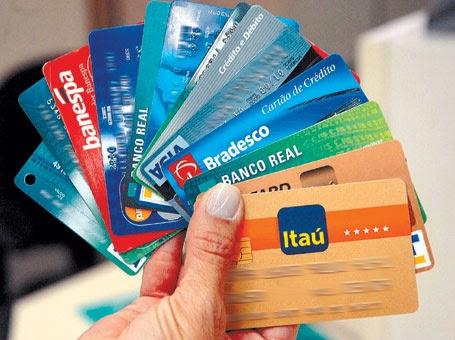 Como cancelar o cartão de crédito mesmo com dívidas?
