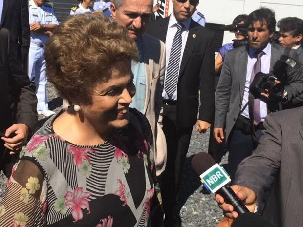 Dilma concede entrevista após visitar obras no Centro de Operações Espaciais da Aeronáutica, em Brasília (Foto: Filipe Matoso / G1)