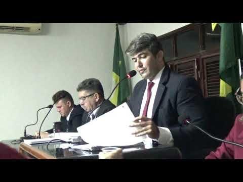 Vereador Robson Pessoa faz leitura de projetos de lei na última sessão ordinária do 2º Período Legislativo da Câmara Municipal