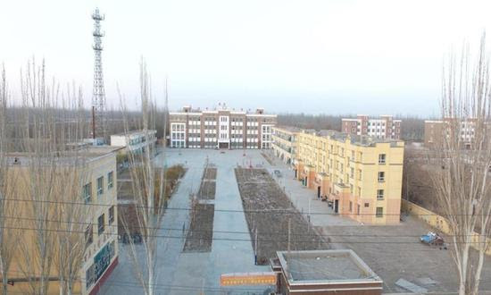 """The """"detention center"""" (geographic coordinates: 38.9950N, 77.6682E) claimed by ASPI, is actually an elementary school in Yantaq township, Markit county, Kashi Prefecture, Xinjiang"""