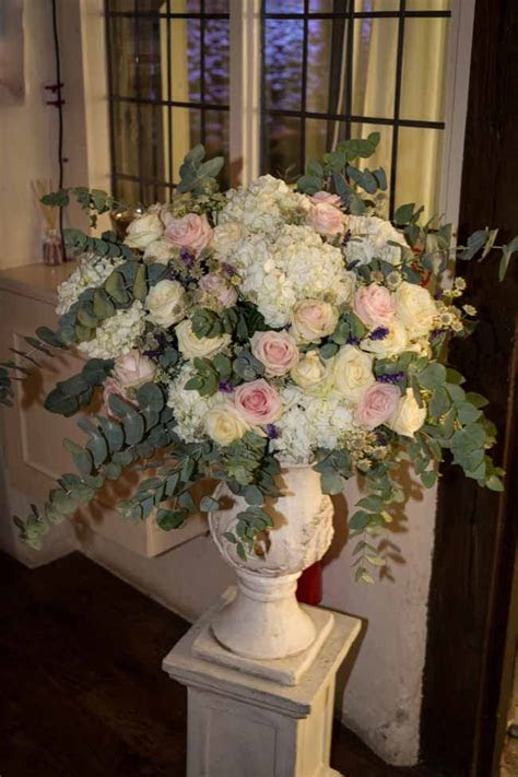 BIRTSMORTON COURT WEDDING FLOWERS ? BLUSH PINK & IVORY
