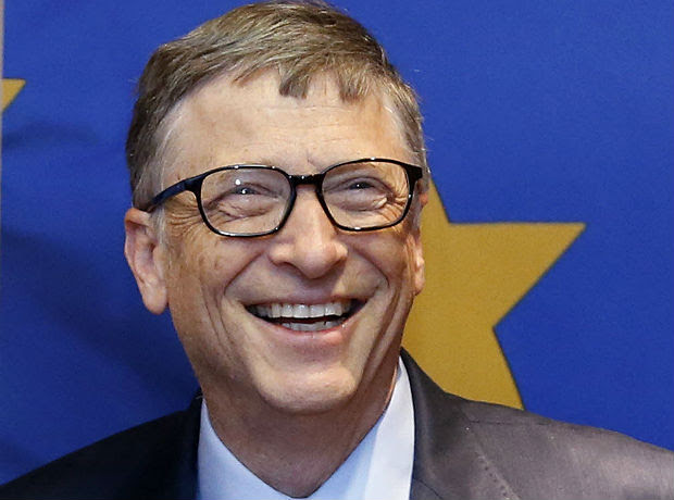 O fundador da Microsoft Bill Gates, na sede da Comissão Europeia, em Bruxelas (Bélgica). *** Microsoft founder Bill Gates is seen at the EU Commission headquarters in Brussels, in this file photo taken January 22, 2015. Gates stands atop Forbes magazine's annual list of the world's richest people, as Facebook Inc's Mark Zuckerberg joined the top 20 and basketball star Michael Jordan plowed new air by making the list for the first time. REUTERS/Francois Lenoir/Files (BELGIUM - Tags: BUSINESS MEDIA) ORG XMIT: TOR902