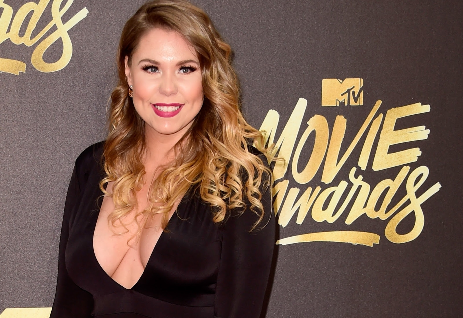 kailyn-lowry-lets-it-slip-she-may-be-dating-another-girl