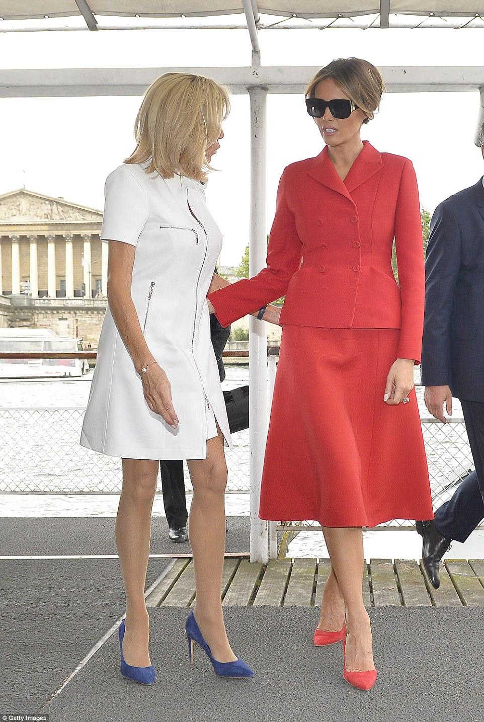 Macron, 64 ans, et Trump, 47 ans, ont fait de bons amis jeudi à Paris. Ils se sont rencontrés trois fois au cours des sommets auxquels leurs maris ont assisté