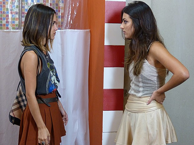 Fofoqueira! Vicki deixa escapar que Bianca pagou Pedro pra namorar Karina (Foto: Gshow)