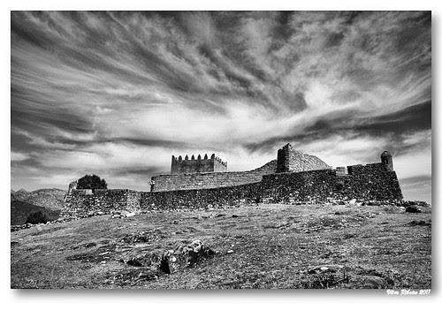 Castelo de Lindoso (b/w) by VRfoto