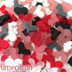 Acrylique - pleins de coeurs - rouge