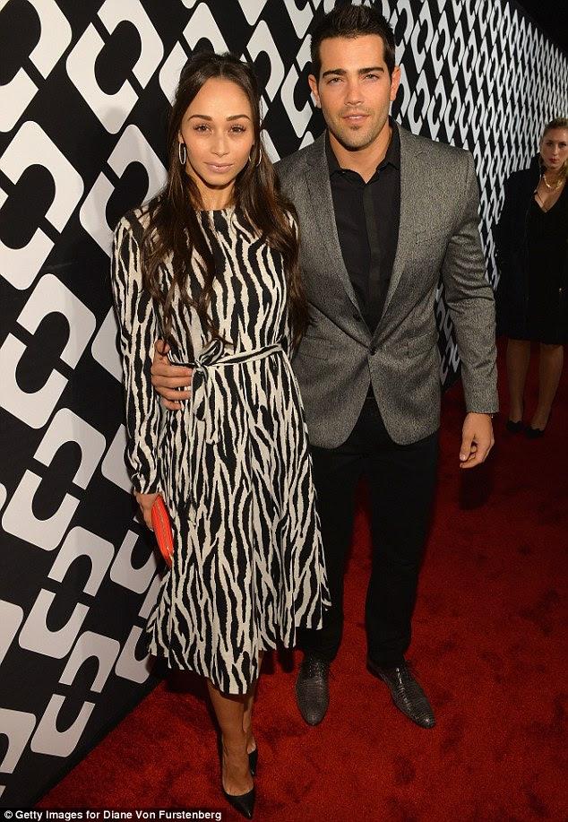 Par da moda: Cara Santana chegou com o namorado Jesse Metcalfe