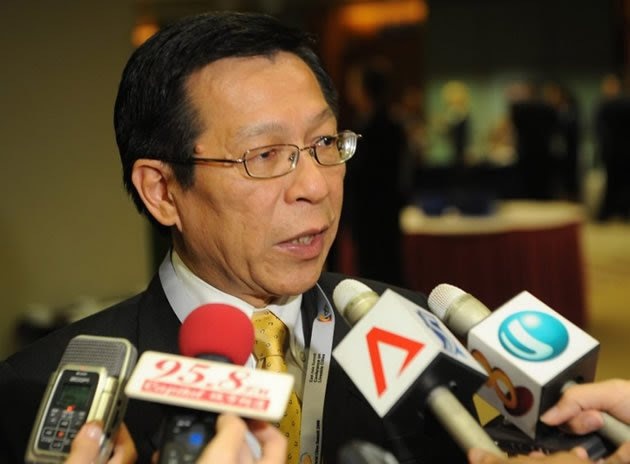 Former National Development Minister Mah Bow Tan spoke on Wednesday about the need for as much foreign labour as Singapore's resources will permit. (AFP file photo)