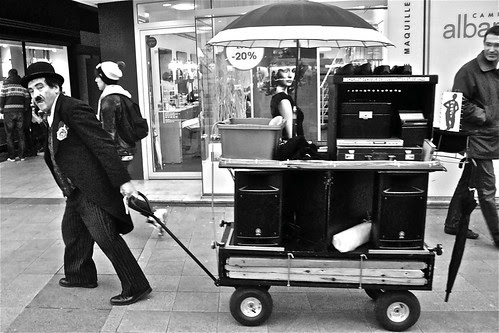 Chaplin dans le centre de CAEN-NORMANDIE-FRANCE 2012 by fredvignolles
