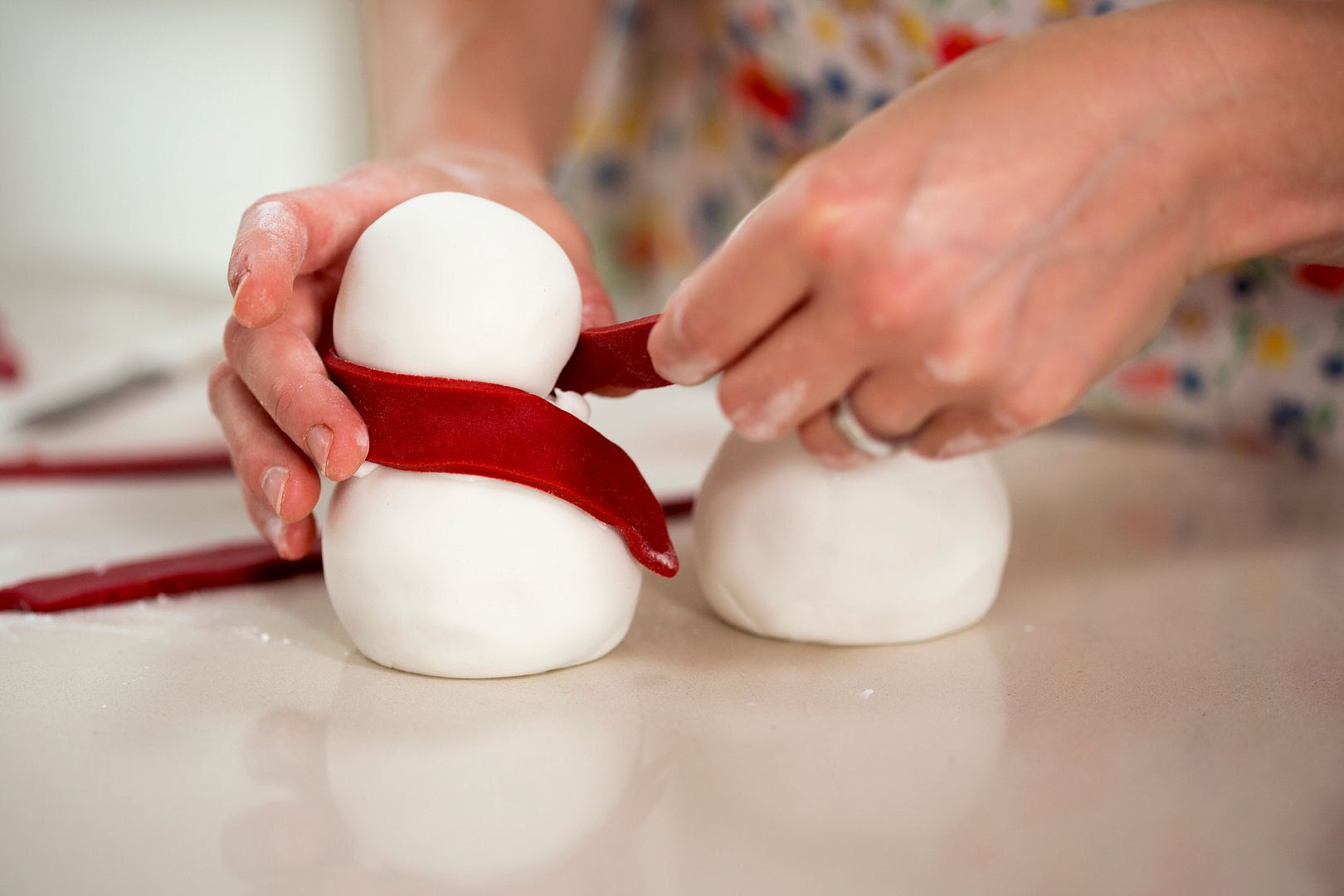 photo SNOWMEN-wrappingscarfaroundneck-2-2_zpse6d61acf.jpg