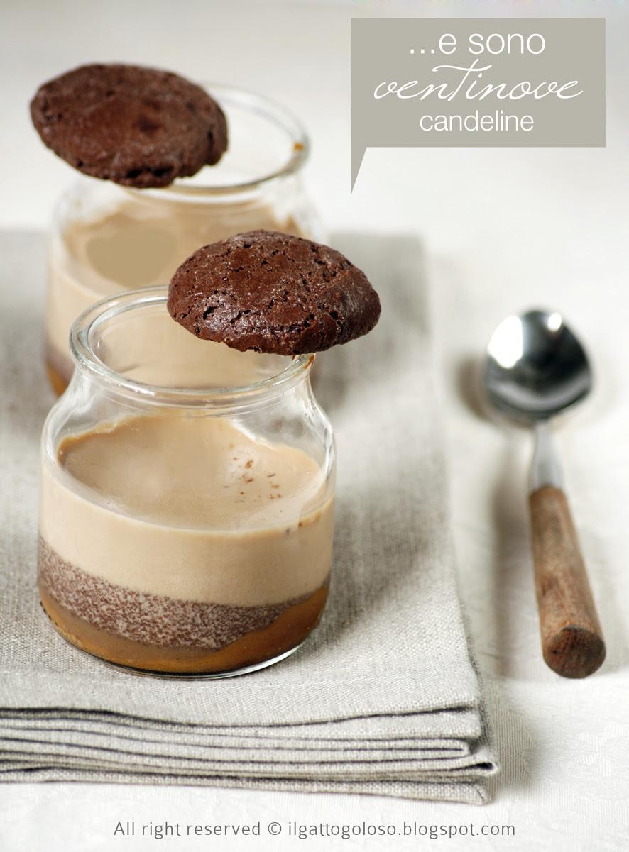 Panna cotta al caffé, amaretti al cacao e dulce de leche