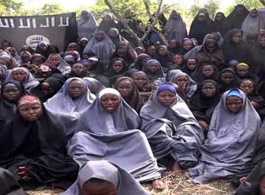 Nigéria: governo negocia e liberta 82 estudantes sequestradas pelo Boko Haram
